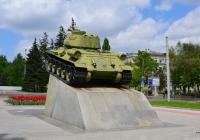 Памятник генералу Пушкину, танк Т-34-85. Украина, Днепропетровск, прспект Дмитра Яворницького
