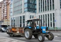 Трактор Беларус-82.1 со строительным прицепом . Москва, Долгоруковская улица