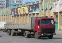 Седельный тягач МАЗ-5432 с двухосным полуприцепом #М 013 ВН 45. Курган, улица Куйбышева
