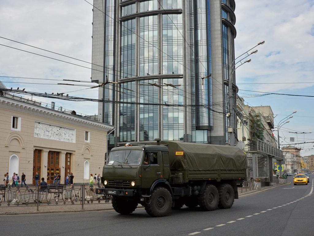 Тентованный армейский грузовик КамАЗ-43114 #4268 АМ 77. Москва, улица Крымский Вал