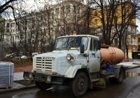 Коммунальная уборочная машина МДК-433362 на базе ЗиЛ-433362 #В 635 СЕ 199. Москва, Миусская площадь