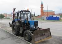 Экскаватор-бульдозер-погрузчик на базе трактора Беларус-82.1 (МТЗ-82.1). Курган, Сибирская улица