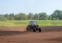 Трактор Беларус-82.1 (МТЗ-82.1) на торфоразработках. Черкасская область, Ирдынское торфопредприятие