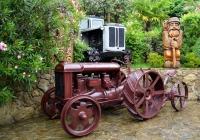 Трактор «Фордзон-Путиловец». Краснодарский край, посёлок Дагомыс, Музей чайной фабрики