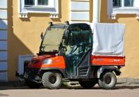 Трактор Kubota RTV 900. Санкт-Петербург, Петергоф