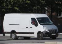Фургон Renault Master #А 185 ОС 196  . Курган, улица Гоголя