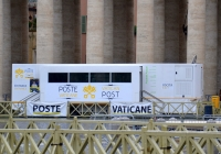Передвижное почтовое отделение Почты Ватикана. Италия, Рим, Ватикан, Площадь Святого Петра