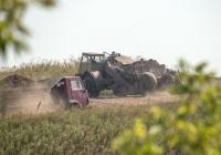 Скрепер Д-357П на базе тягача МоАЗ-546П и самосвал КамАЗ-55111. Днепропетровская область, отвал Вольногорского ГМК