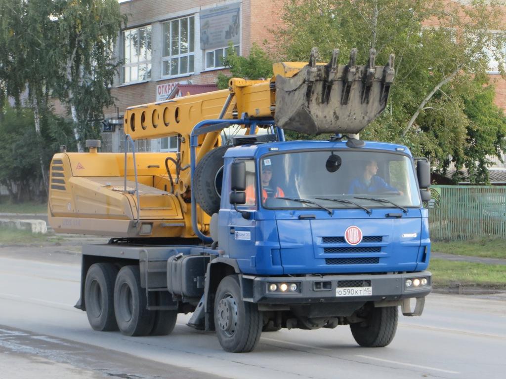 Экскаватор-планировщик UDS-114R на шасси Tatra T815 #O 590 KT 45. Курган, Сибирская улица