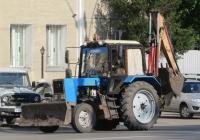 Экскаватор-бульдозер-погрузчик на базе трактора Беларус-80.1 (МТЗ-80.1). Курган, улица Куйбышева