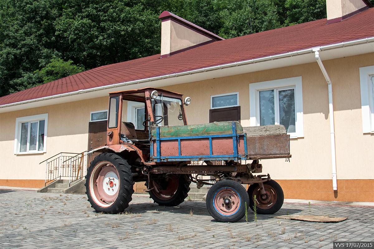 Самоходное шасси Т-16 #5335 ШУ. Закарпатская область, Иршавский район, Долгое