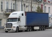 Седельный тягач Freightliner FC2 Century Class #Х 211 АО 02. Курган, улица Куйбышева
