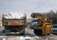 Погрузка снега малогабаритным фронтальным погрузчиком МКСМ-800 в самосвал на базе ГАЗ-3309. Тюмень, Ямская улица