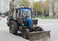 Экскаватор-бульдозер на базе трактора Беларус-80.1 (МТЗ-80.1). Курган, улица Карла Маркса