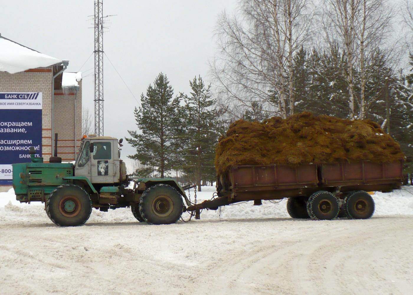 Трактор Т-150К с прицепом 1ПТС-9. Вологодская, Тотемский район, с. Погорелово