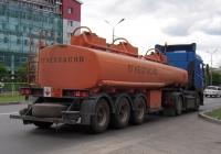 Полуприцеп-цистерна ГрАЗ #АТ 6315 72 в составе автопоезда. Тюмень, улица 50 лет Октября