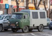 Вахтовый автобус на шасси УАЗ-3303 #3336 АХ 87. Томск, площадь Ленина