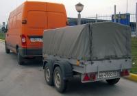 Прицеп автомобильный двухосный #ВВ 4900 50 в составе автопоезда. Тюмень, улица Мельникайте