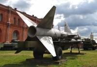 Полуприцеп транспортно-заряжающей машины ПР-41А с ракетой В-400 (5В11). Санкт-Петербург, Музей артиллерии, инженерных войск и войск связи