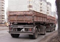 Самосвальный прицеп #АМ 0776 86 в составе автопоезда. Тюмень, Полевая улица