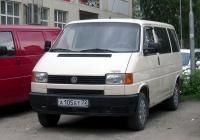 Микроавтобус Volkswagen Caravelle T4 #А 105 ЕТ 72. Тюмень, Ямская улица