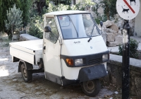 Грузовой мотороллер Piaggio Ape 50. Греческая республика, остров Родос, старый город