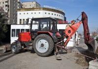 Экскаватор-бульдозер  на базе трактора Беларус-920 #A 084 AHD. Алматы, улица Толе би