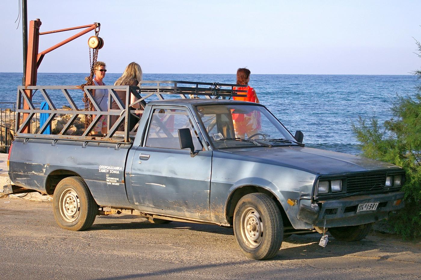 Пикап Toyota Hilux. Греческая республика, остров Крит, Муниципалитет Ираклион, Аналипси
