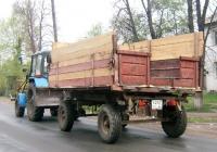 Прицеп типа 2ПТС-4 #6247 СО 66 с трактором Беларус-82. Свердловская область, Тугулым, улица Ленина