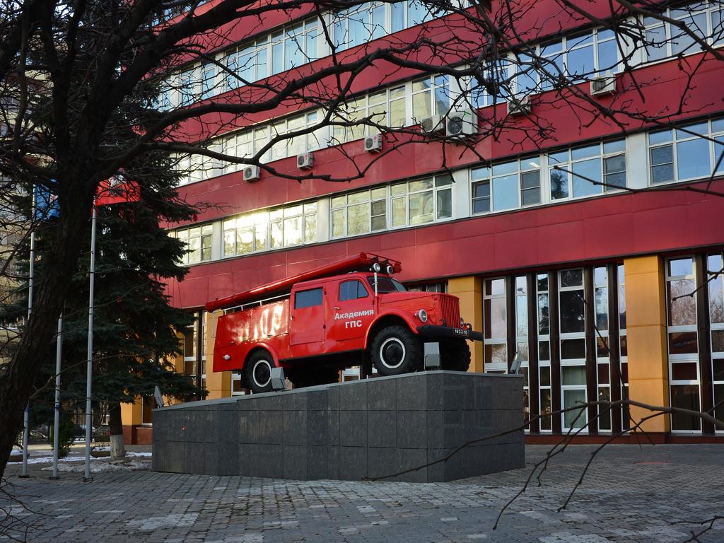 Памятник пожарному автомобилю АЦП-20(63)-19 #1933 ГО  . Москва, улица Бориса Галушкина (территория Академии государственной противопожарной службы МЧС России)