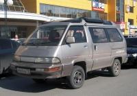 Микроавтобус Toyota Master Ace Surf #М 444 УЕ 72 . Тюмень, улица Валерии Гнаровской