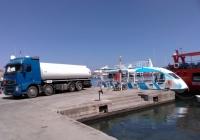 Топливозаправщик на шасси Volvo FH12*. Греция, Родос, Старый город, бухта Мандраки