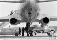 Самоходный пасажирский трап СПТ-104 и бортовой автомобиль ГАЗ-51 . Москва, аэропорт Внуково