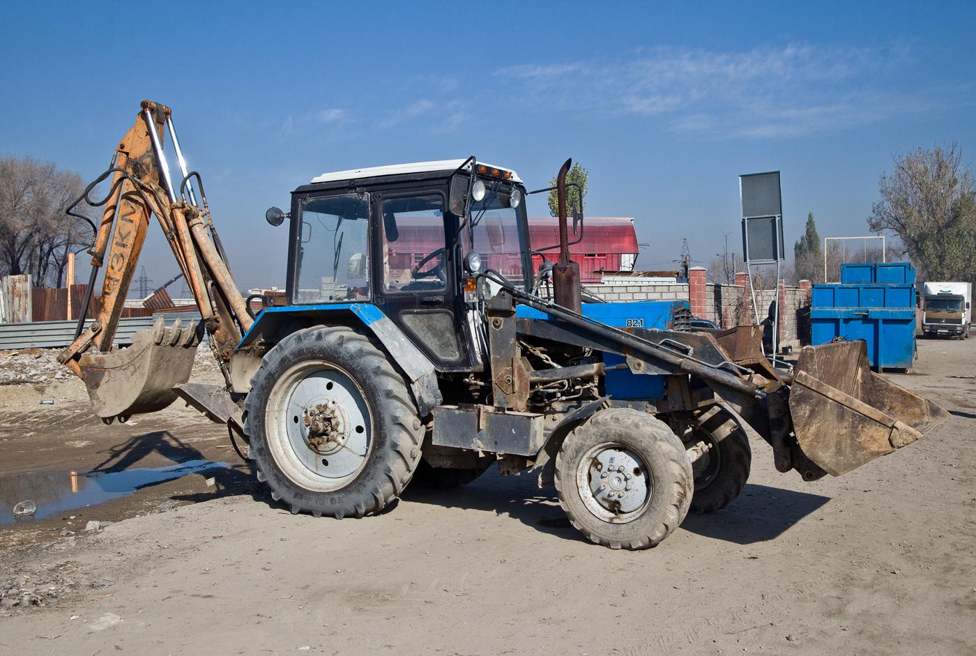 Экскаватор-погрузчик ЭО-2626 на базе трактора Беларус 82.1 #A 852 ACD. Алматы, проспект Рыскулова