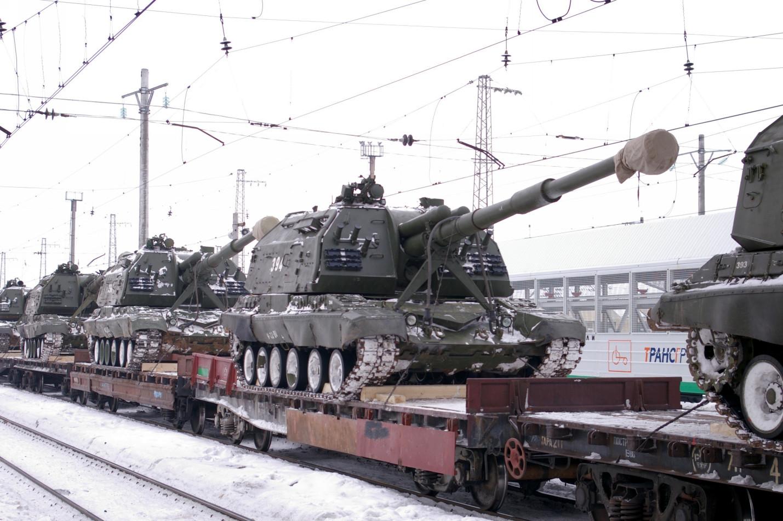 """Самоходные артиллерийские установки 2С19 """"Мста-С"""". Самарская область, город Сызрань, станция Сызрань-1"""