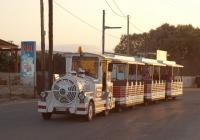 Туристический автопоезд Dotto Trains Muson River Elettrico с прицепами A91. Греция, остров Крит, Муниципалитет Ираклион, Аналипси