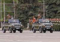 Автомобили коммандующего округом и коммандующего парадом УАЗ-31514. Самара, площадь Куйбышева