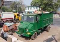 Бортовой автомобиль для перевозки мусора. Мьянма, Янгон