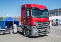 седельный тягач Mersedes-Benz Actros 1644. Самара, площадь имени В. В. Куйбышева, выставка КомАвтоТранс-2013