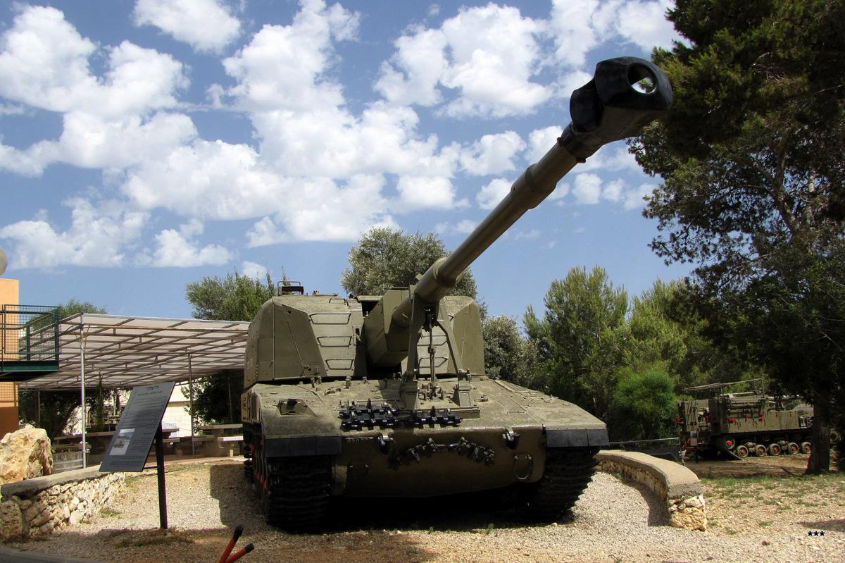 Тяжелая самоходная гаубица «Slammer» (Sholef) калибра 155 мм на базе танка Merkava. Израиль, Зихрон-Яаков, музей артилерии