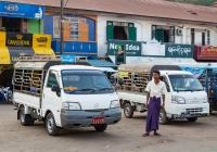 Бортовой грузовик Mazda Bongo #7J-2135, оборудованный для перевозки пассажиров. Мьянма, Моламьяйн