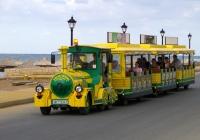 туристический автопоезд в составе: буксировщик Dotto Trains P90 2011 с прицепами A91. Греция, остров Крит, муниципалитет Ираклион, Аналипси