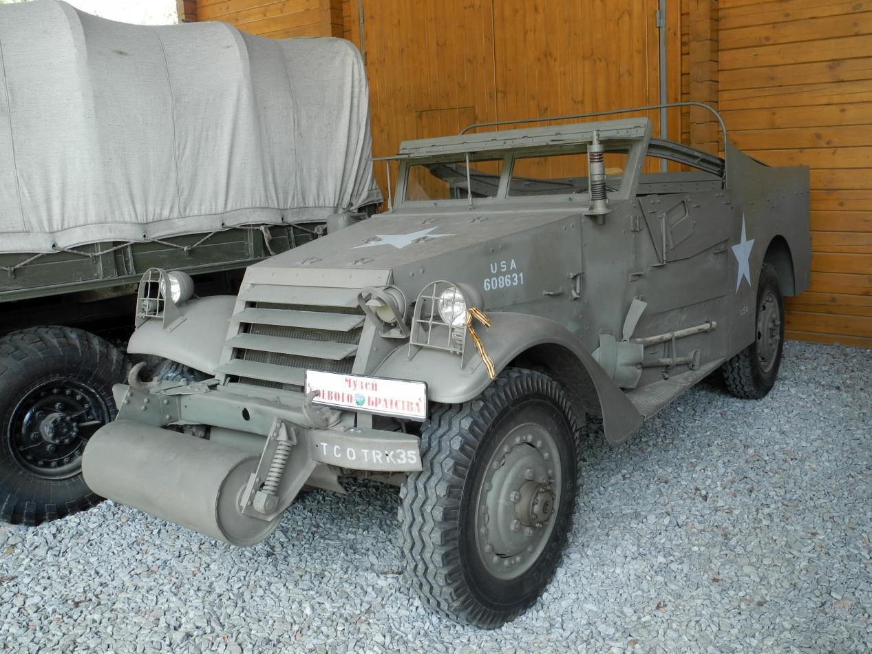 разведывательный бронеавтомобиль White M3A1 Scout Car. Московская область, городской округ Черноголовка, село Ивановское, военно-технический музей