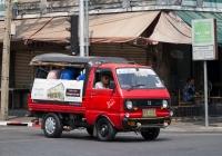 Бортовой грузовик Daihatsu Hijet #พข 242, оборудованный для перевозки пассажиров. Таиланд, Бангкок