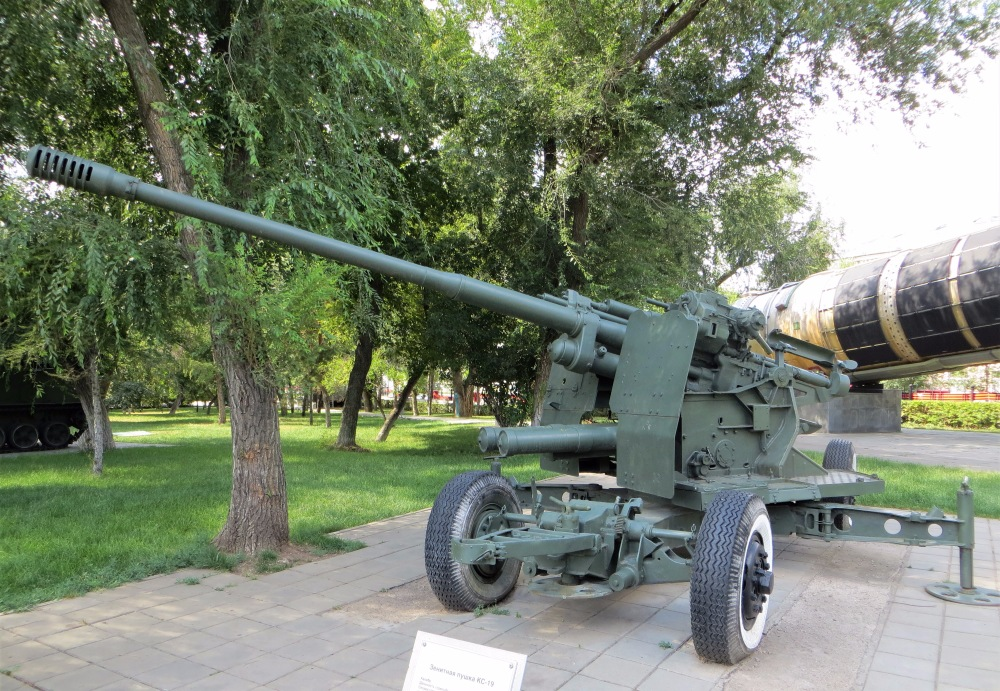 "100-мм занитное орудие КС-19. Оренбург, парк ""Салют, Победа"""