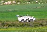Броневик сил ООН . Ливан (снято с таритории Израиля)