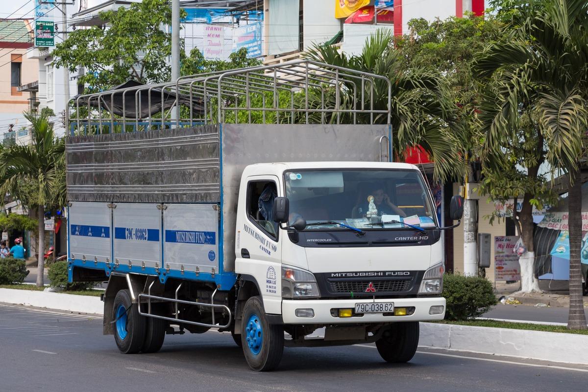 Бортовой грузовик на шасси Mitsubishi Fuso Canter #79C-038.62. Вьетнам, Нячанг