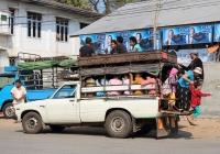 Пикап Toyota Hilux #T-4310, оборудованный для перевозки пассажиров . Мьянма, Хпа-ан