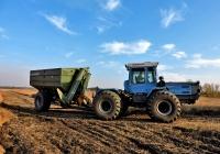 Трактор ХТЗ-17221 с бункером-накопителем ПБН-20 на выставке AGROPORT-2015. Харьковская область, г. Харьков