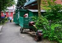 Грузовой мотоблок, используемый на хозяйственных работах на территории Измайловского кладбища . Москва, Измайловский проезд, владение 30